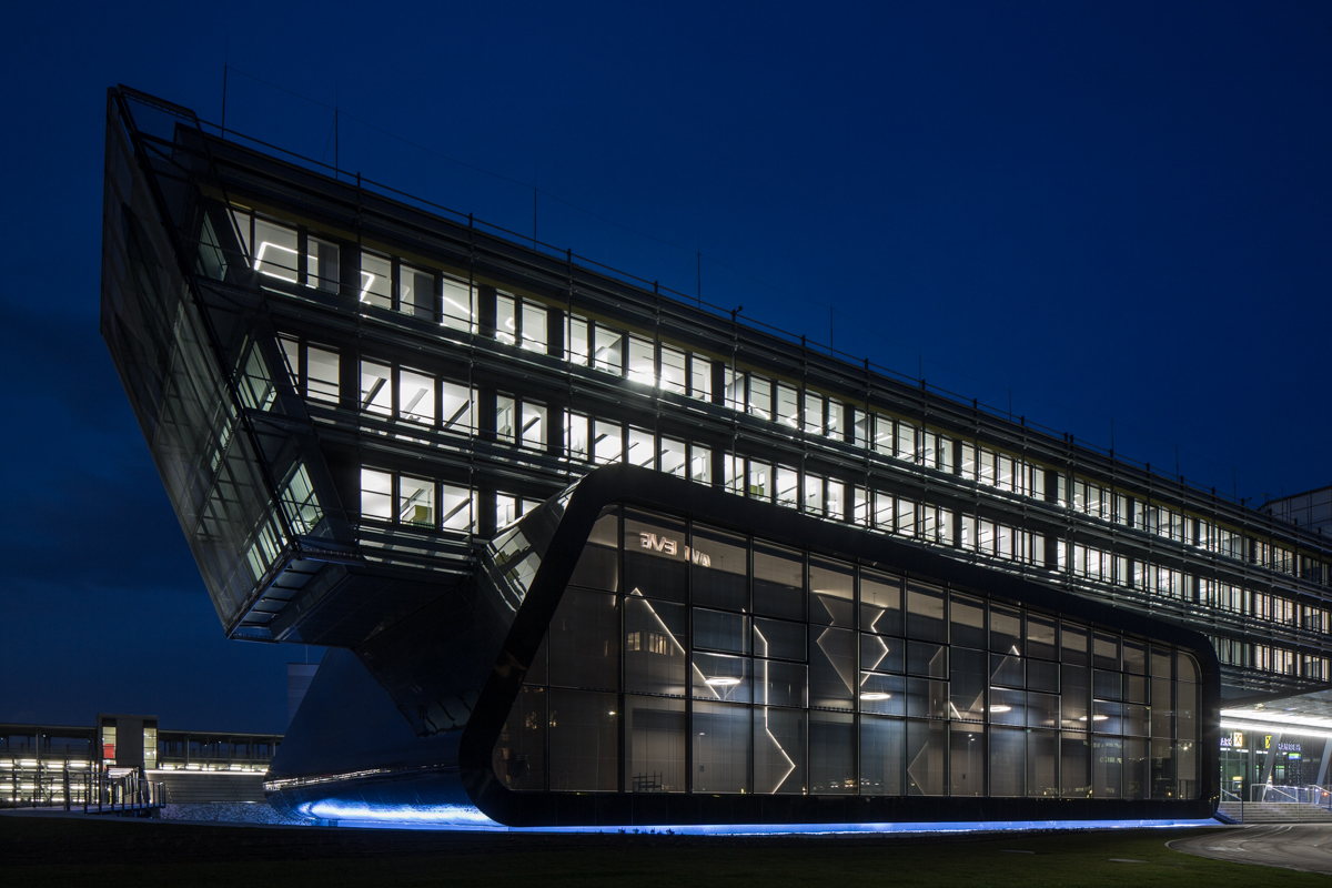 Multifunktionszentrum Raaba bei Nacht