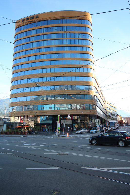 Pema-II-Turm, Innsbruck Eingang