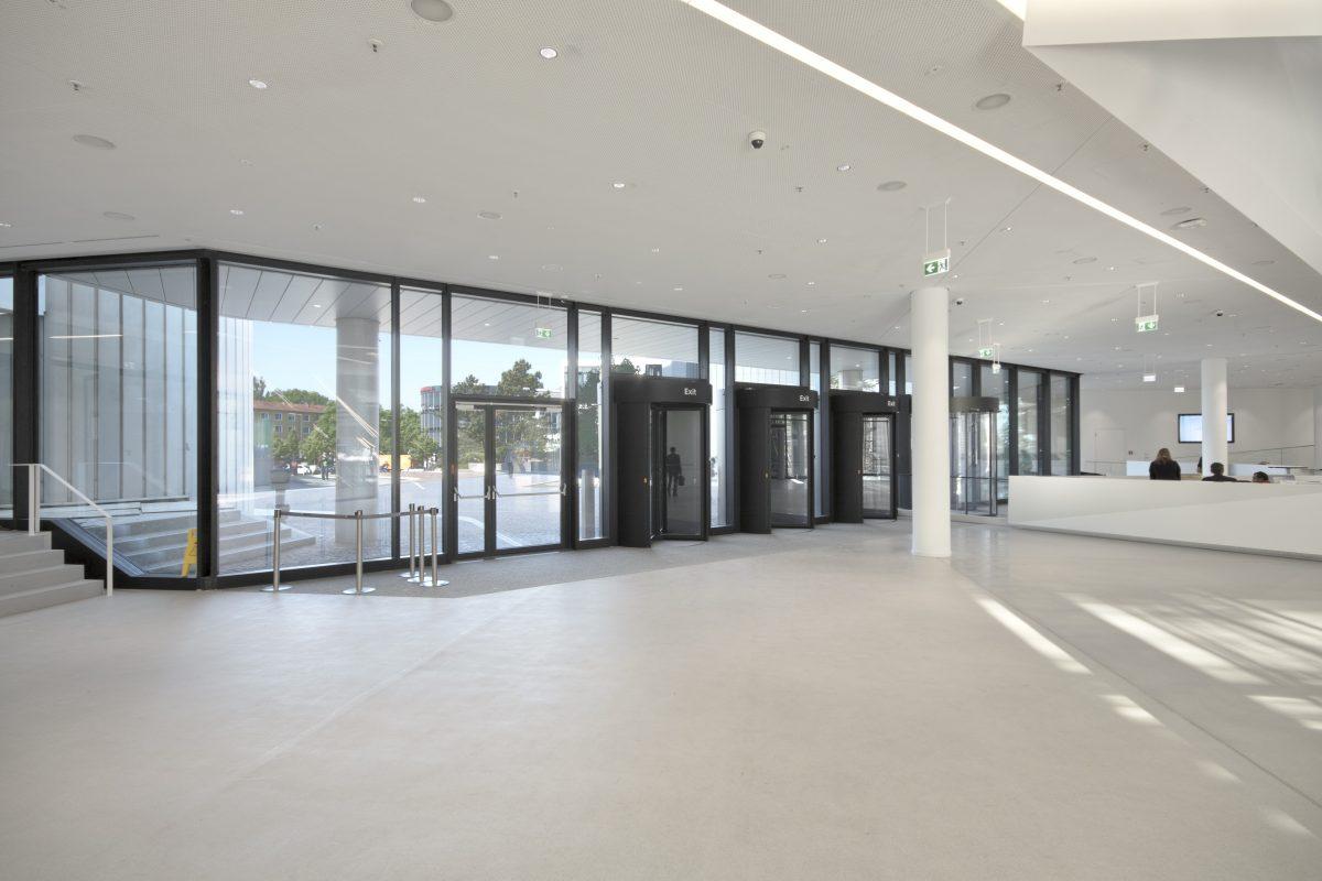 HVB Tower Eingangsbereich innnen