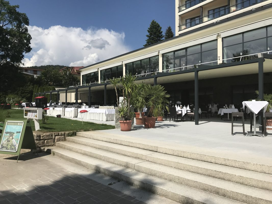 Parkhotel, Pörtschach Ansicht Terrasse mit Treppe