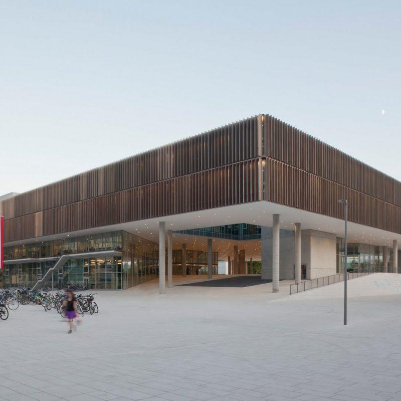 Universität Salzburg: Fakultät für Kultur- und Gesellschaftswissenschaften Haupteingang