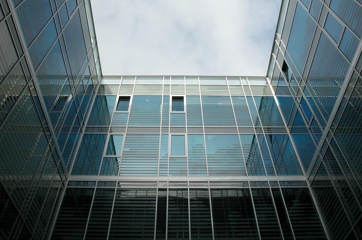 Universität Salzburg: Fakultät für Kultur- und Gesellschaftswissenschaften Ansicht Fassade mit Fenster