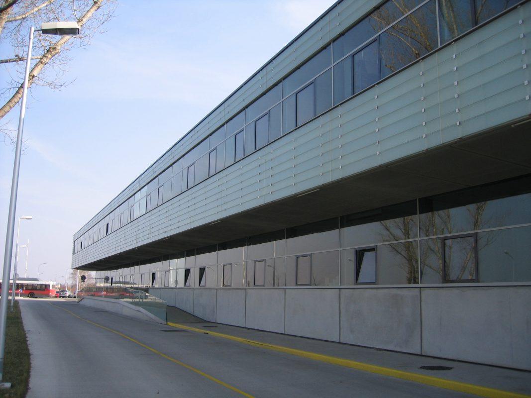 Wiener Linien, Leopoldau Eingang hinten