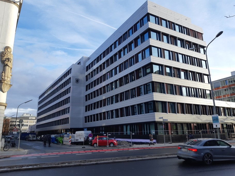 Axa München Denisstraße straßenseitig